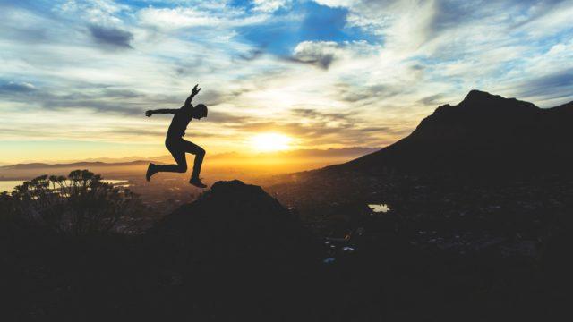 飛び込む人間